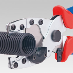 Pipe Cutter for composite pipes and protective tubes